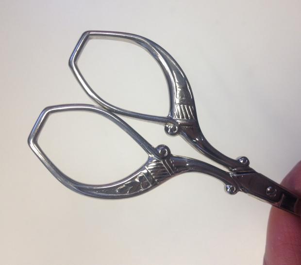 handtaget på pfeilring golddachs embrodery scissors